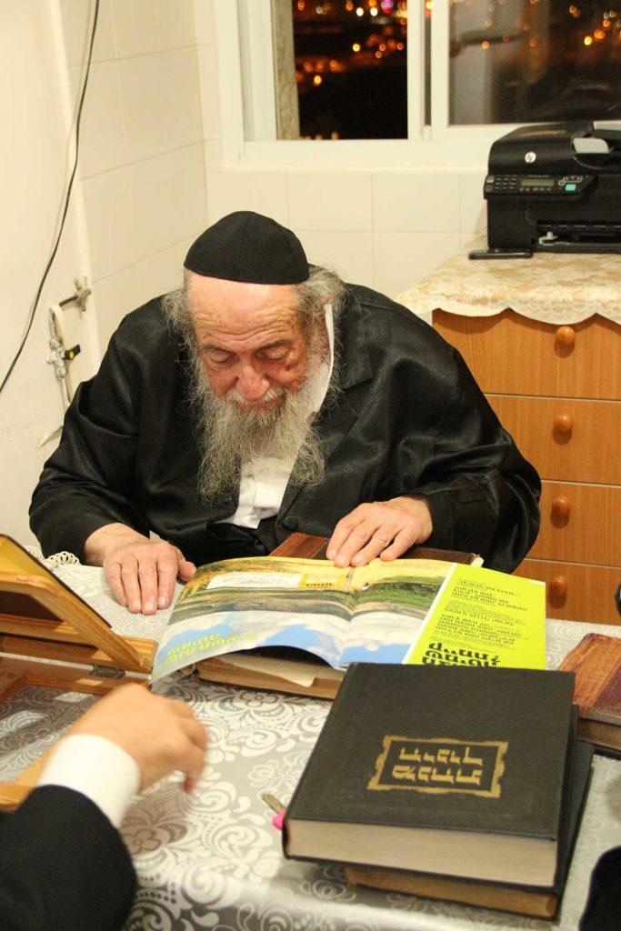 הרב אורדנטליך מברך את בני ארגון שומרי שביעית