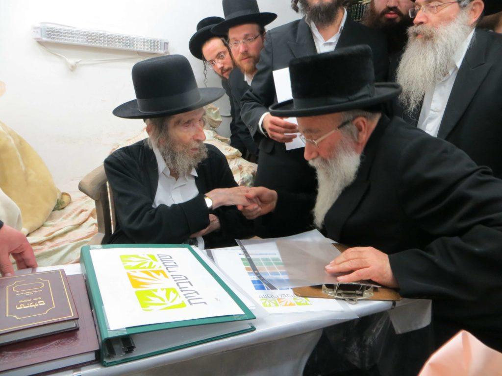 הרב שטיינמן מברך את רבני אגודת שמיטה