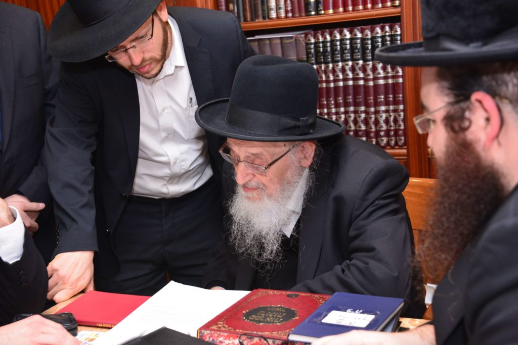 הרב ברגמן מעיין בקריאתם של גדולי ישראל לקנות קרקע לפני שנת שמיטה