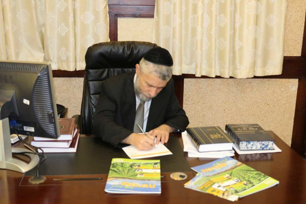 הרב זמיר כהן חותם על הקריאה לקנות קרקע לפני שמיטה