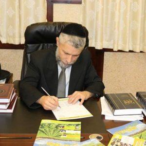 הרב זמיר כהן רוכש קרקע לשמיטה דרך האגודה