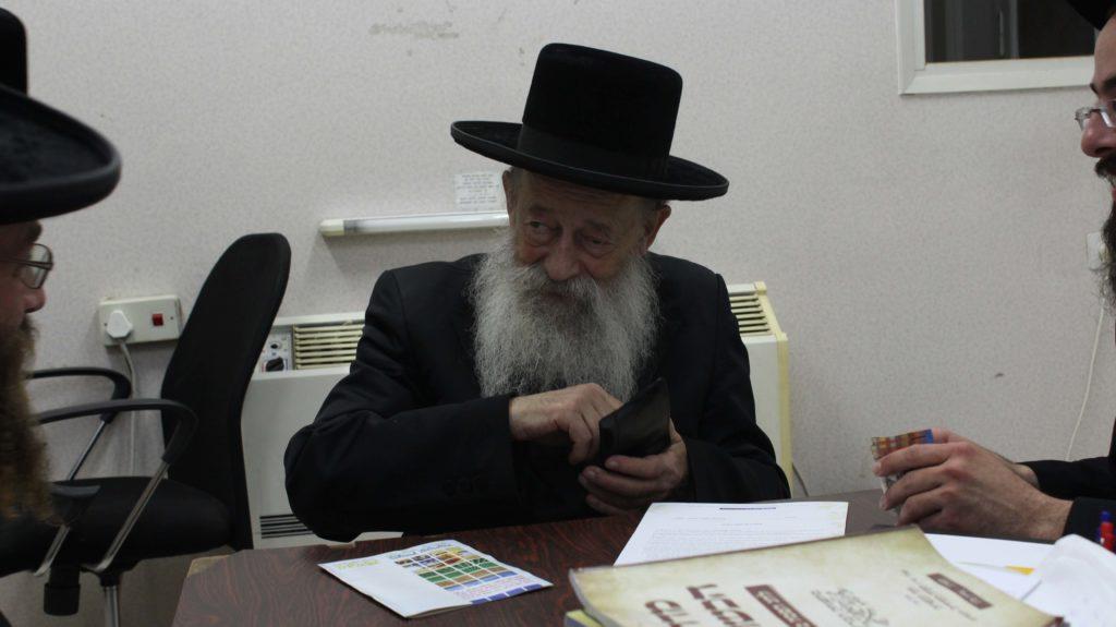 הרב וואזנר רוכש קרקע לפני שמיטה לקיים את המצווה