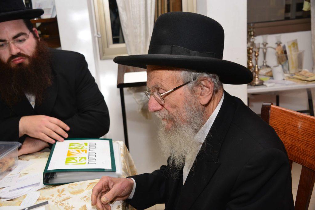 הרב יעקב אדלשטיין קונה קרקע לשביעית