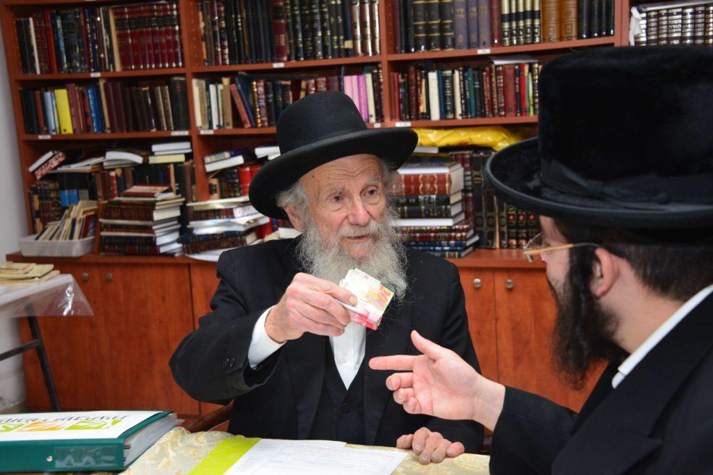 הרב יעקב אדלשטיין רוכש קרקע לפני שמיטה