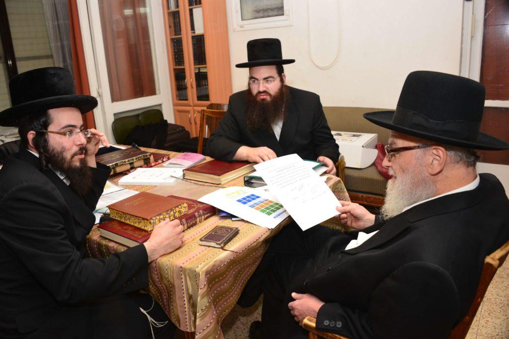 הרב הירש מצרף את ברכתו לברכת גדולי ישראל לרוכשים קרקע לפני שמיטה