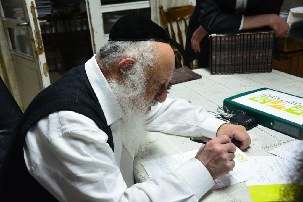 הרב פוברסקי חותם לרבני אגודת שמיטה
