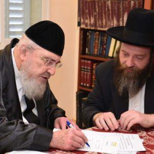 הרב ברוך מרדכי אזרחי חותם לקנות קרקע לשנה שביעית
