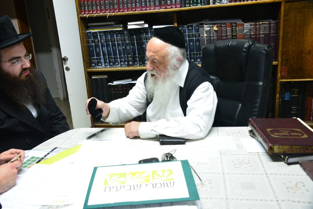 הרב פוברסקי רוכש קרקע לשנה שביעית